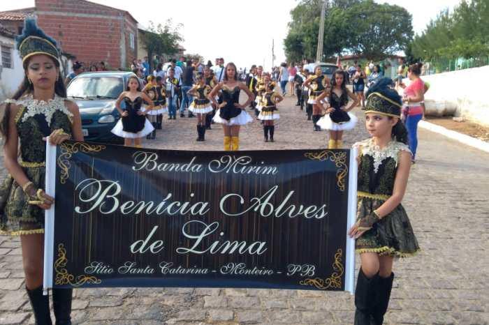 Banda Mirim Benícia Alves faz apresentação na vizinha cidade da Prata
