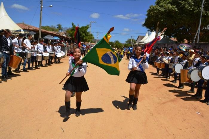 Sítio Santa Catarina recebe desfile cívico especial para a comunidade