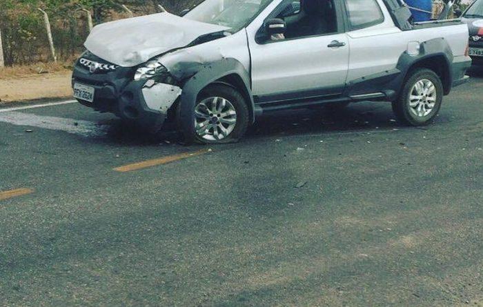 Colisão entre dois carros é registrada em rodovia na cidade de Monteiro