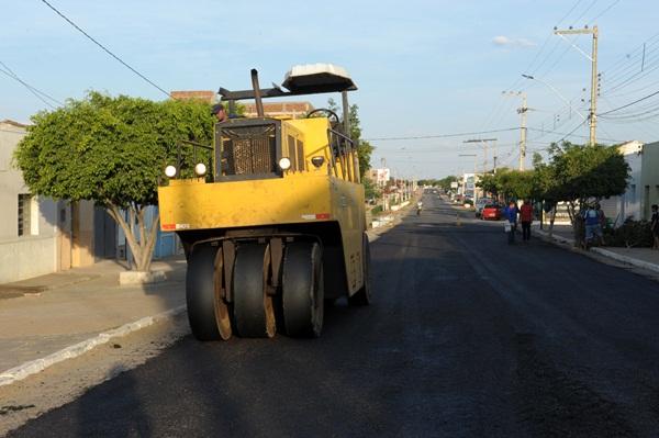 Monteiro ganha nova paisagem com obras de asfaltamento em parceria com o Governo do Estado