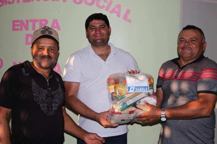 Prefeitura de Zabelê distribui 300 cestas básicas para beneficiários do Bolsa Família