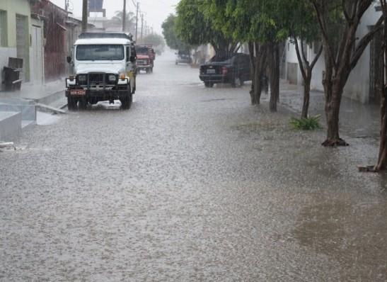 Inmet emite alerta de chuvas intensas para 97 cidades da Paraíba