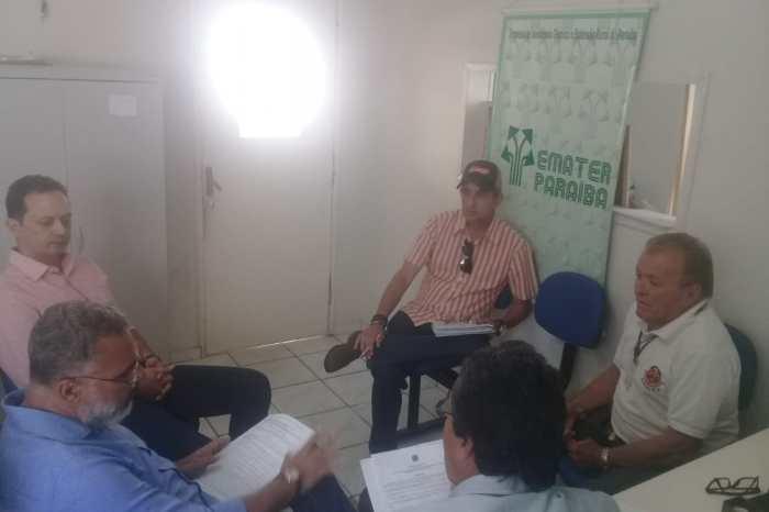Reunião discute pendências nas inscrições de agricultores do Garantia Safra em Sumé