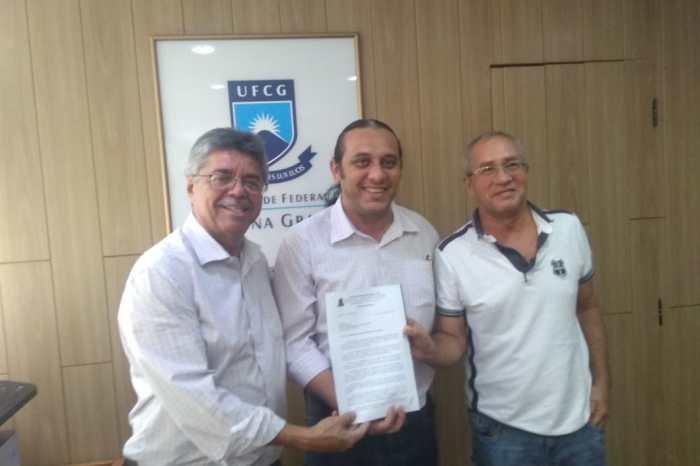 Éden formaliza pedido na UFCG para abertura de mestrado em Educação no CDSA