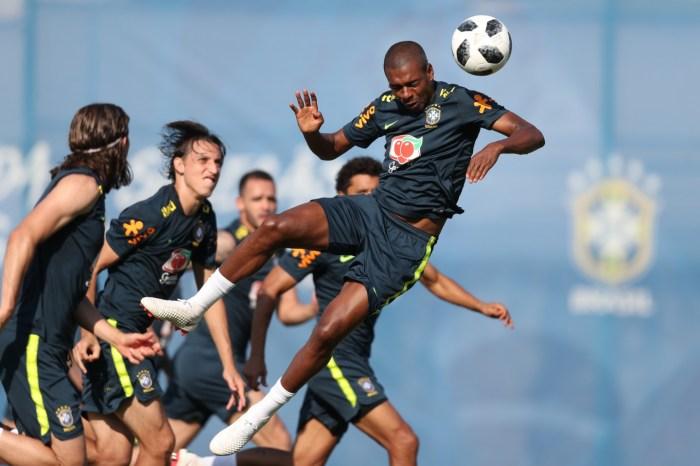 """Tite faz """"treino invisível"""", define time e encerra preparação do Brasil"""