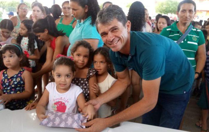 Secretaria de Assistência Social possibilita um Natal mais feliz às crianças de Camalaú