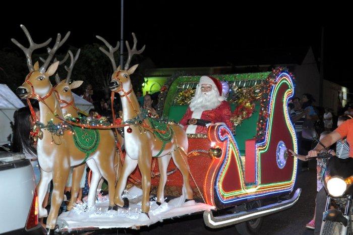 Prefeitura de Monteiro realiza noite mágica com grande público na chegada de Papai Noel