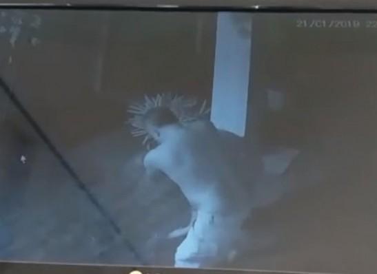MOÍDOS DA REDAÇÃO: Câmeras flagram mulher natural de Monteiro sendo agredida pelo companheiro em JP