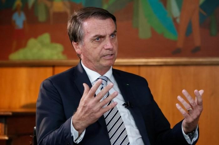 Bolsonaro propõe idade mínima de 62 anos para homens e 57 para mulheres