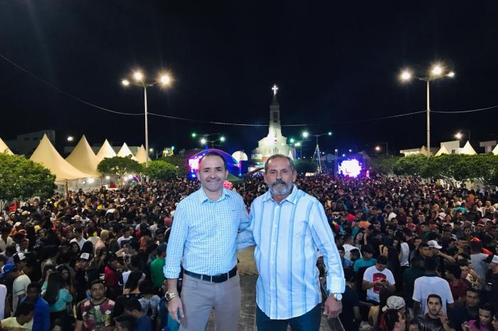 Ciel Rodrigues e Gil Mendes arrastam multidão em São Sebastião do Umbuzeiro