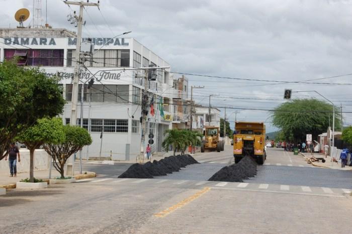 Mais uma etapa da obra de pavimentação asfáltica se inicia na cidade de Monteiro