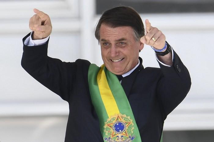"""Laços Comerciais: Bolsonaro é eleito """"Pessoa do Ano"""""""