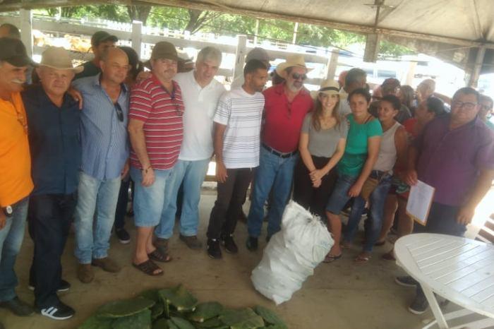 Vereadores participam de entrega de 100 mil raquetes de palma em Monteiro
