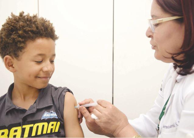 Equipes da Secretaria de Saúde de Monteiro visitam escolas em Campanha contra HPV