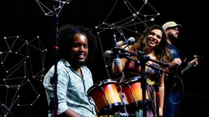 Banda 'Os Eloquentes' se apresenta no Pôr do Sol no Hotel Globo