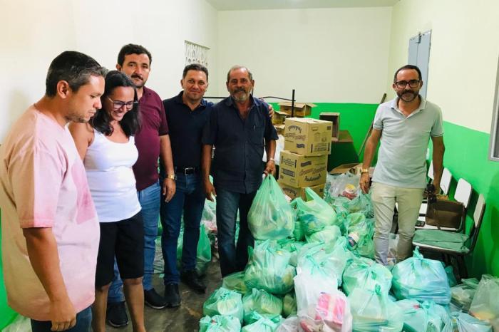 Prefeitura de S. S. do Umbuzeiro realiza distribuição de cestas básicas para famílias carentes