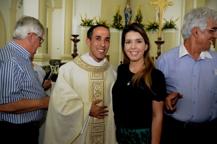 Prefeita Anna Lorena participa de solenidade de acolhimento do novo Pároco de Monteiro