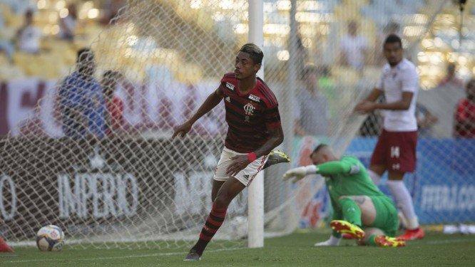 Flamengo vence Fluminense com dancinha e ataque milionário inspirado