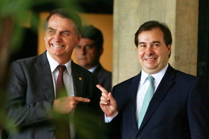 Bolsonaro e Maia travam duelo de declarações sobre a Previdência