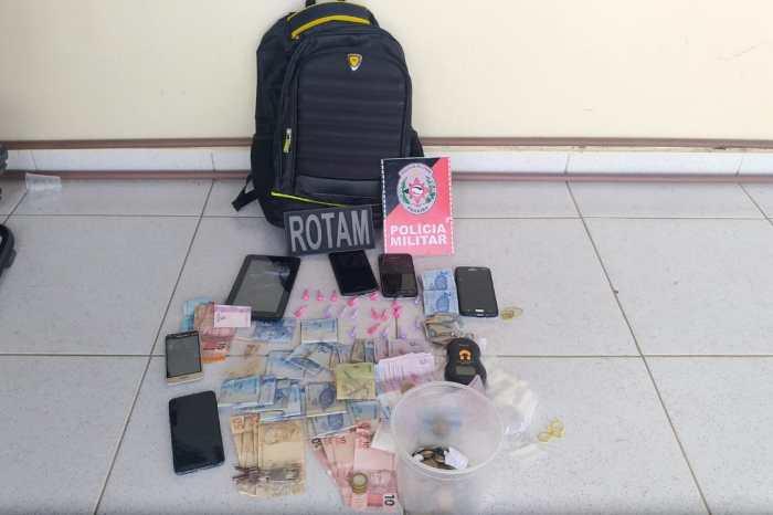 Polícia prende três homens acusados de tráfico de drogas no Cariri