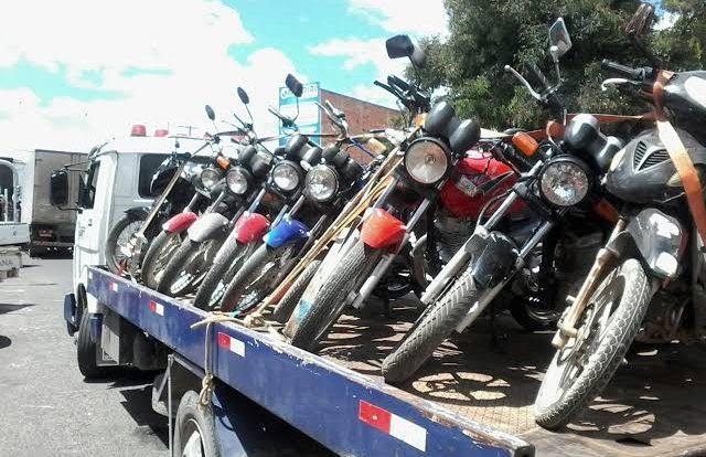 Polícia realiza operação no Cariri e aprende 12 motos na divisa entre PE e PB