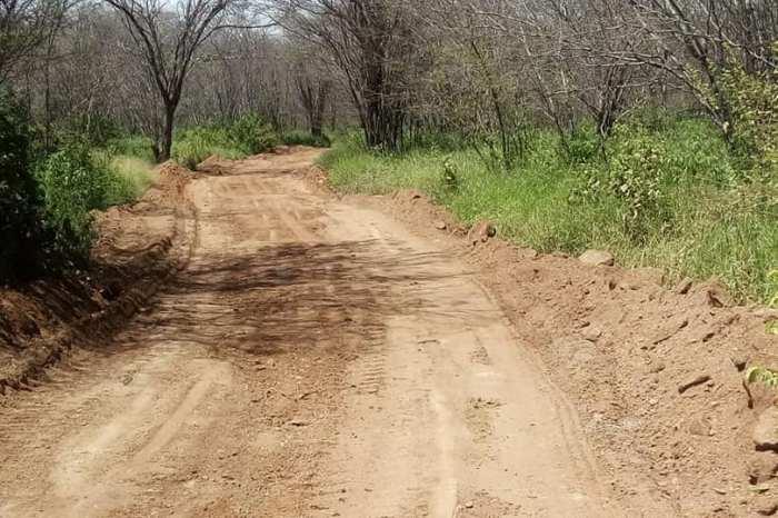 Prefeitura de Camalaú realiza melhorias nas estradas da zona rural