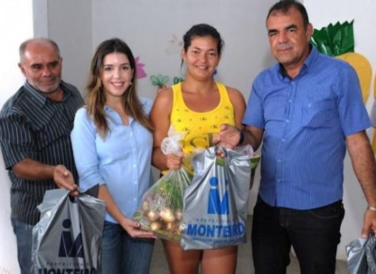 Ação Social: Monteirenses recebem peixes e verduras para Semana Santa