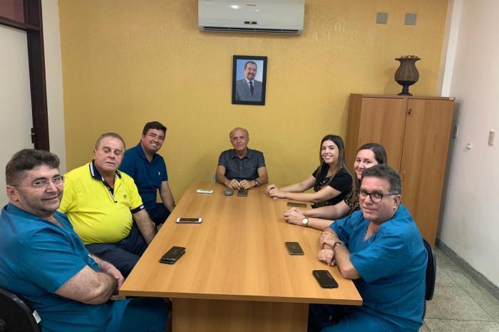 Prefeita Anna Lorena tem reunião com secretário de Gestão Hospitalar e busca melhorias para Hospital de Monteiro