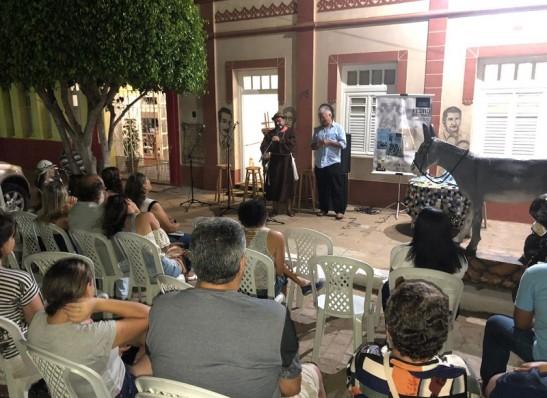 Efigênio Moura lança o seu mais novo livro na cidade de Monteiro