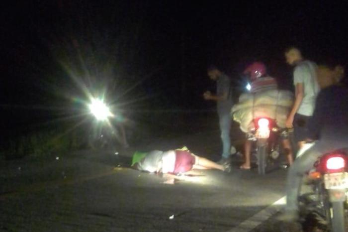 Perigo na estrada: Homem morre após colidir moto em animal em Monteiro