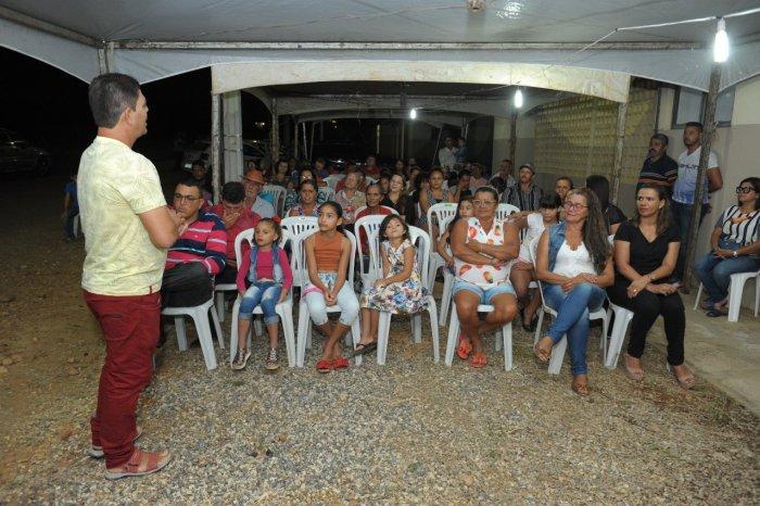 Prefeita e Secretária de Educação recepcionam novos alunos do EJA na Vila Lafayette
