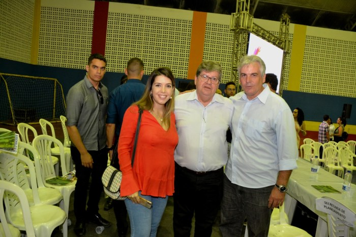 Relação com Poderes tem melhorado, diz João Azevedo em entrevista no Cariri