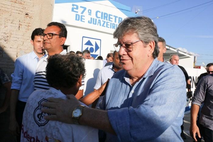 João Azevêdo entrega dessalinizador e Ciretran em Juazeirinho, beneficiando o Cariri