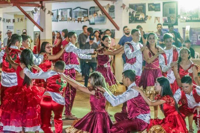 Grupo de dança Nativos de Umbuzeiro faz grande apresentação na UEPB de Monteiro