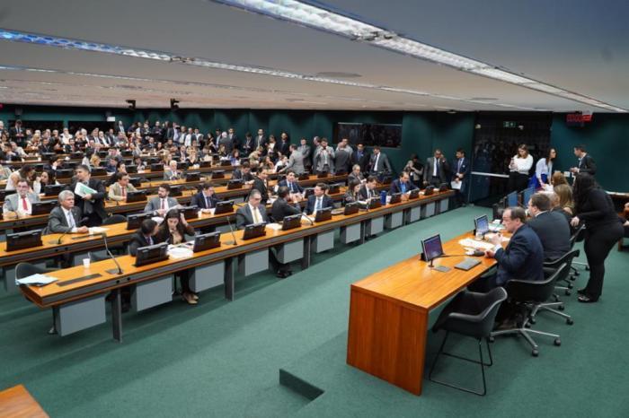 Aprovado PL que garante contratação de advogados e contadores
