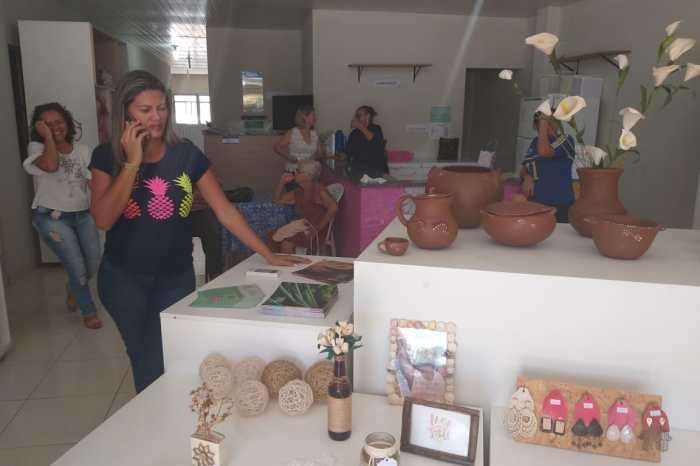 Representante do Estado se reúne com comerciantes da Casa da Economia Solidária de Sumé