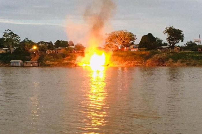Polícia do Acre investiga explosão de barco com 18 feridos