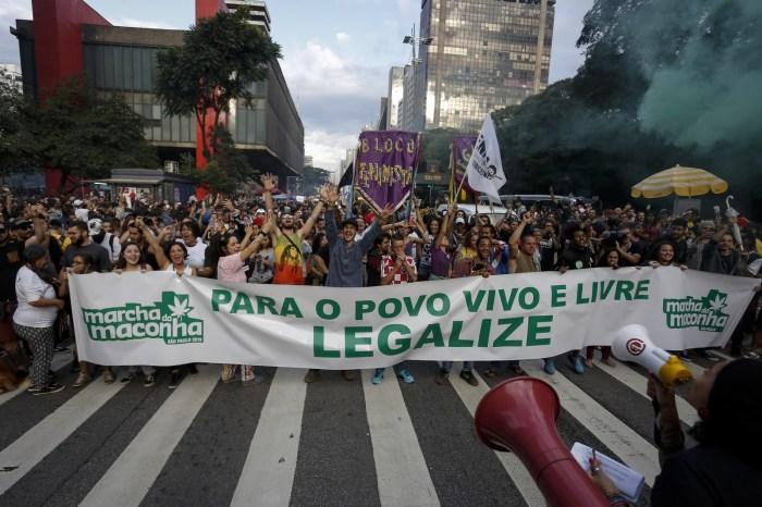 Marcha da maconha pede 'o fim da guerra às drogas'