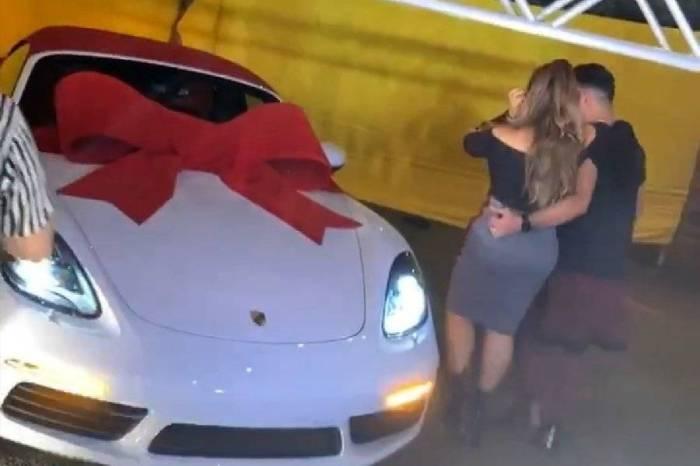 Márcia Fellipe vai às lágrimas ao ganhar carrão de R$ 500 mil