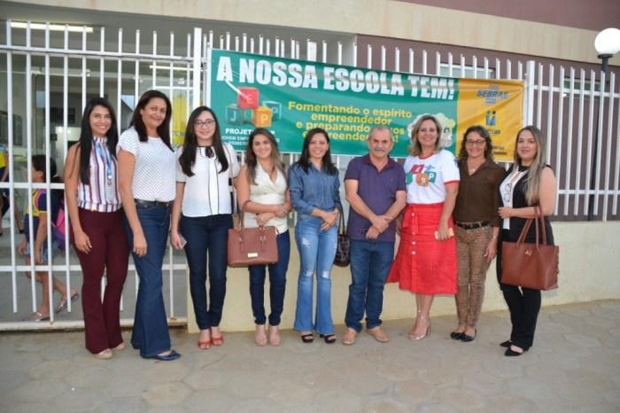 Prefeito do Sertão paraibano visita Escola Municipal de Monteiro para conhecer experiências