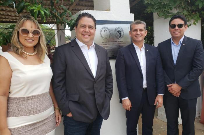 Presidente da OAB Nacional visita Monteiro e recebe homenagem