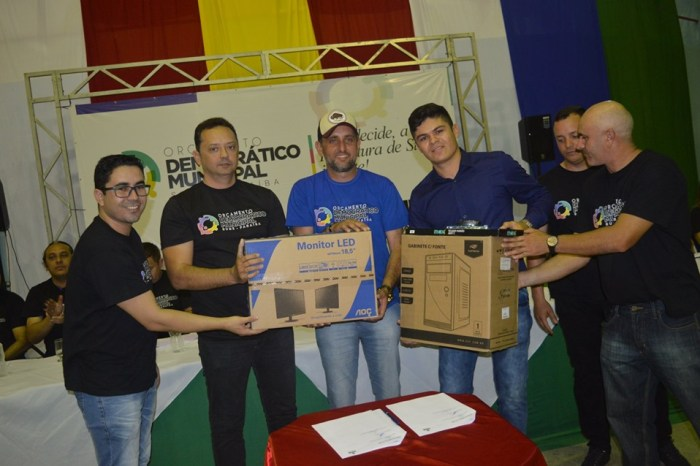 Éden Duarte inaugura obras, entrega benefícios e discute prioridades com a população