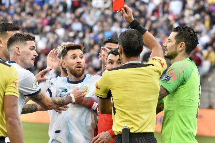 Após críticas, Messi é suspenso de jogos internacionais por três meses