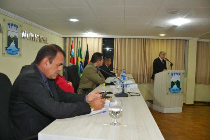 Câmara de Municipal Monteiro retoma sessões com aprovação de projetos relevantes