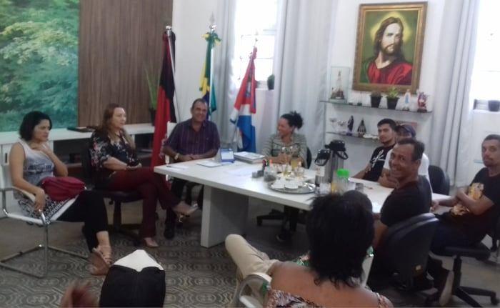 Prefeito em exercício recebe representantes da cultura de Monteiro