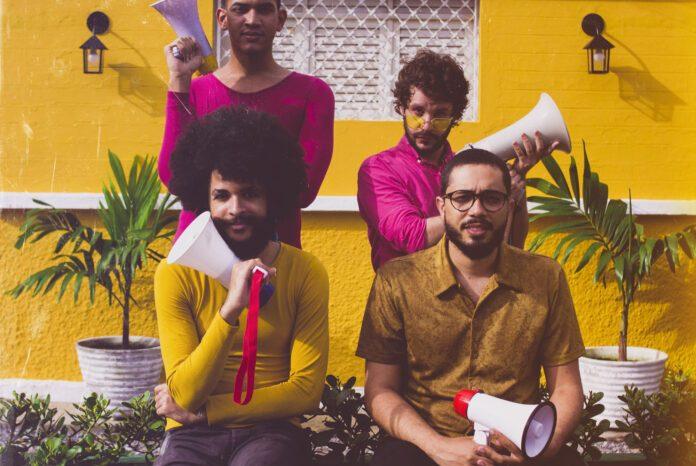 Edição de agosto do Projeto Cambada apresenta quarteto Quadrilha