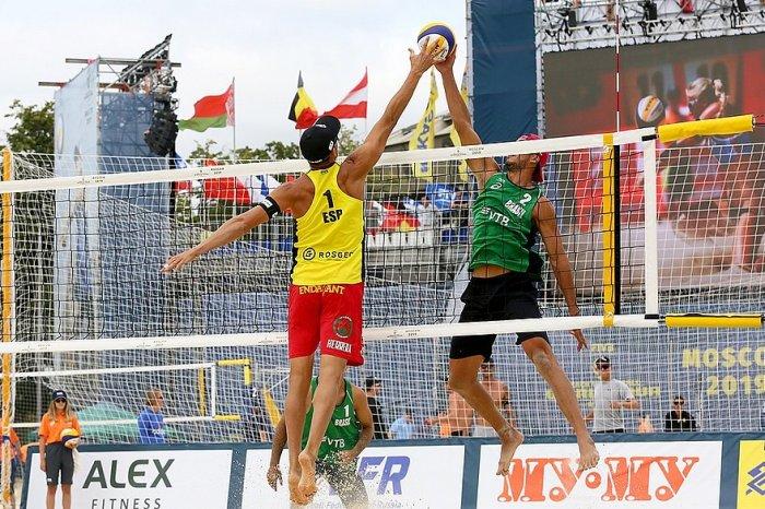 Brasil já tem 4 duplas nas oitavas do vôlei de praia em Moscou