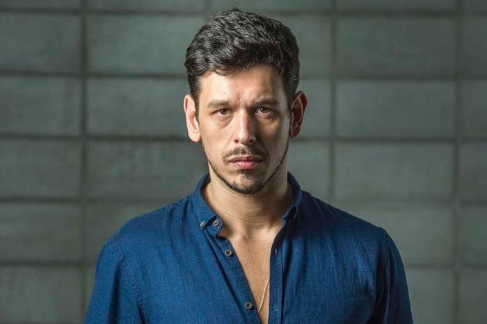 Hacker invade celular de João Vicente e manda nudes do ator