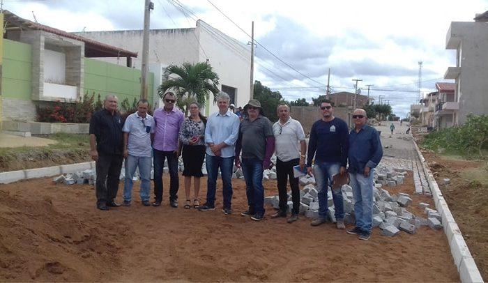 Vereadores acompanham Prefeito em exercício de Monteiro em visita a série de obras