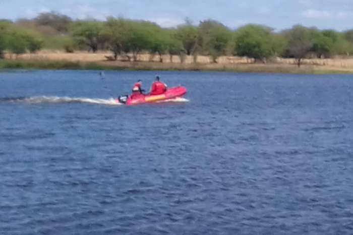 ACOMPANHE: Corpo de Bombeiros realiza buscas por desaparecidos na Barragem de São José, em Monteiro